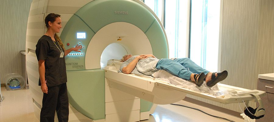 What are the benefits of magnetic resonance imaging (MRI)